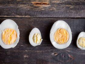 trị mụn bằng trứng gà luộc